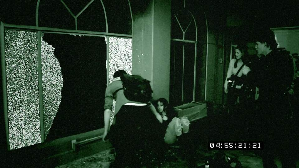 Grave Encounters (2011) screenshot