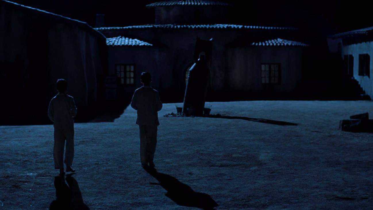 The Devil's Backbone (2001) screenshot