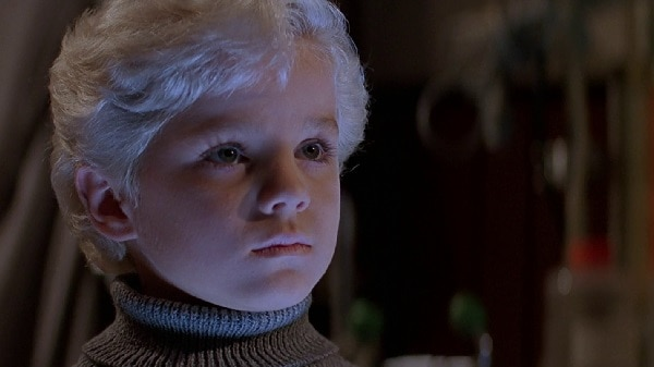 Village of the Damned (1995) screenshot