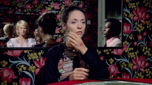 The Perfume of the Lady in Black (1974) screenshot